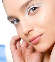 cos-11-white-eyeliner-de